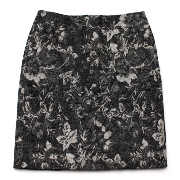 Ann Taylor Dresses & Skirts - Ann Taylor Black Gold Career Tapestry Skirt